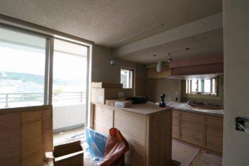塗壁や家具が施工されました。