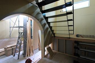 鉄骨階段施工完了です。