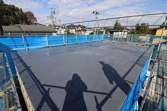 屋根防水工事を進めています。