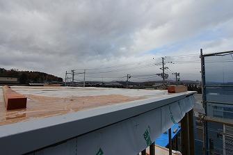 屋根工事を進めています。
