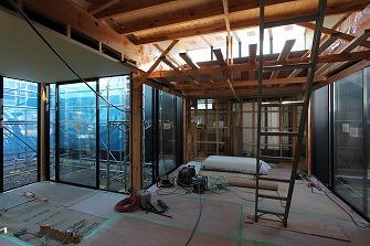 天井下地工事を進めています。