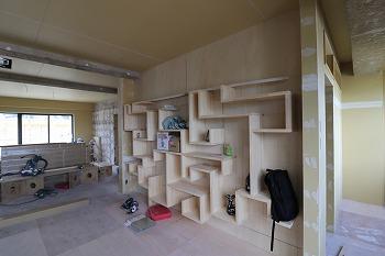 内部造作工事を行っています。