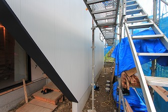 外壁工事が始まりました。