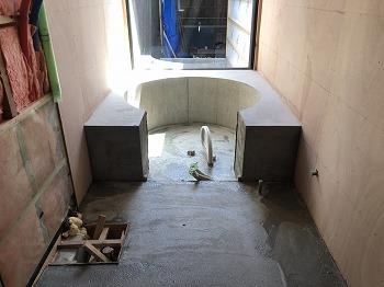 浴室の工事を進めています。